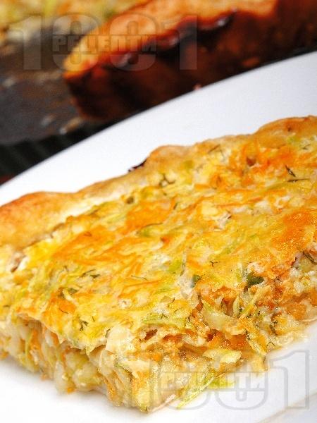 Киш от бутер тесто с моркови и тиквички - снимка на рецептата